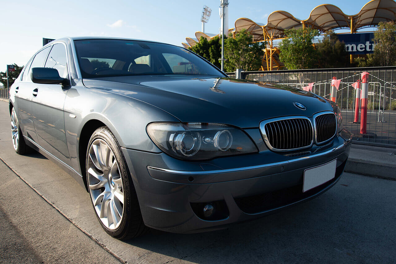 BMW 750 Li Grey front image with lights off