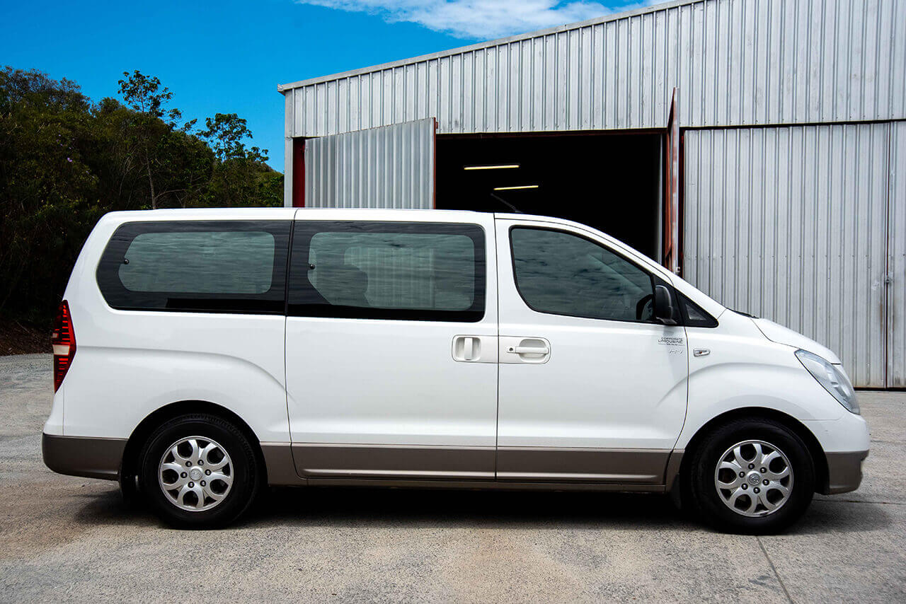 Hyundai 8 Seater People Mover Side View