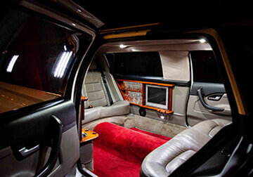 7 Seater limousine hire service gold coast & brisbane stretch Interior